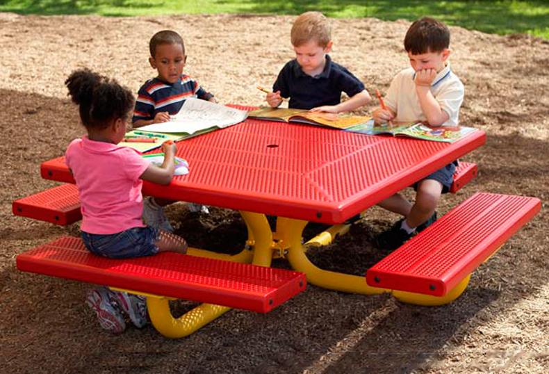Square tot table - Tavolini per bambini disney ...